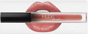 Lipstick Huda Beauty Demi Matte - cor: Feminist