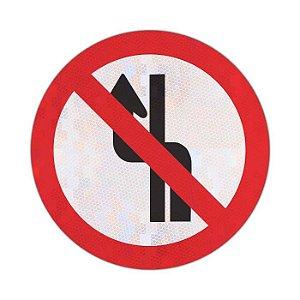 Placa Proibido mudar de faixa ou pista de trânsito da direita para esquerda R-8b