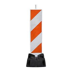 Barreira plástica vertical com base de borracha