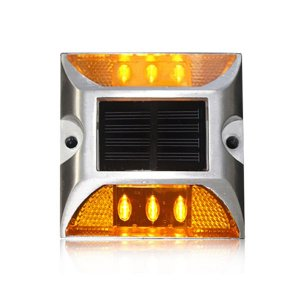 Tacha de LED alimentada por energia solar