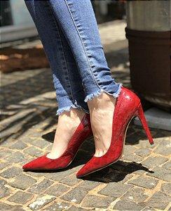 Sapato vermelho de couro sintetico