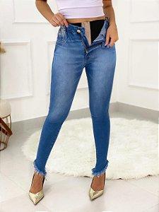 Calça Jeans Barra Desfiada Com Cinta
