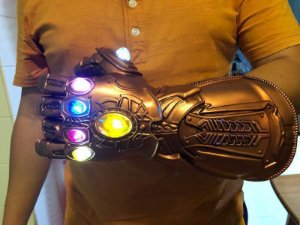 Manopla do Infinito Thanos VIngadores com LED Luva Cosplay com Pedestal