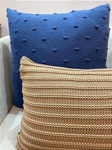 Almofada de Trico Azul Naval Bolinhas 55x55