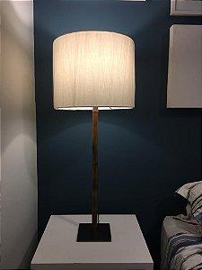 Luminária de mesa - pé em bambu
