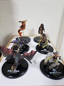 Não Lacrado - Conjunto 6 Figuras Monster Hunter ( Já expostos)