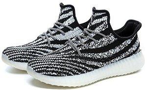 Adidas Yeezy Boost 550 - Preto c/ Branco