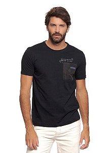 Camiseta Masculina Preta c/ Bolso