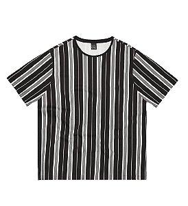 Camiseta Plus Size em Listras Verticais Estilo Urbano