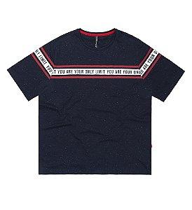 Camiseta Masculina Plus Size com Aplicação de Friso e Estilo Moderno