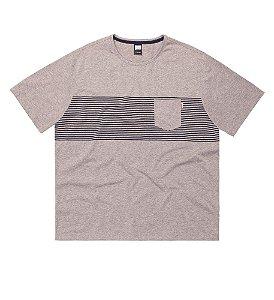 Camiseta Masculina Plus Size Meia Malha Mescla com Listras e Bolso aplicado