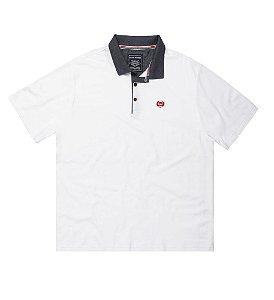 Camisa Polo Masculina Plus Size em Piquet Branco, bordado e gola contrastante
