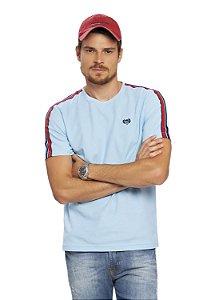 Camiseta Masculina Piquet com Aplicação de Bordo no Ombro