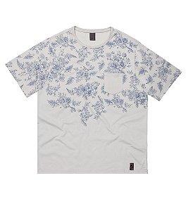 Camiseta Masculina Plus Size Floral Localizado e Aplicação de Bolso