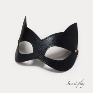 Máscara Kitten em couro Pyton