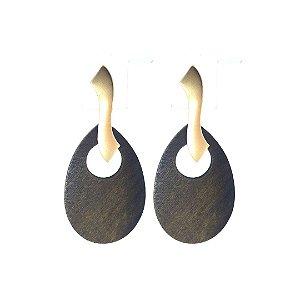 Brinco de madeira com base fosca