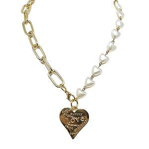 Colar elos e pérolas em formato de coração com pingente love
