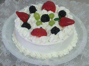Torta Três Frutas - Morangos, Pêssegos e Uvas