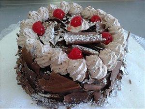 Torta Floresta Negra – Chocolate Meio Amargo e Cerejas