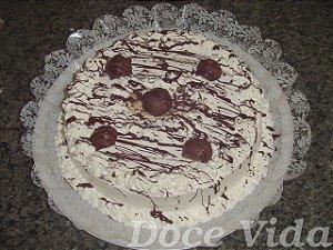 Torta Tia Tê – Pão de Ló Branco e Recheio trufado e Sonho de Valsa