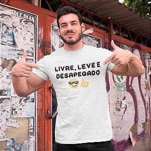 "Camiseta Básica Frases De Carnaval ""Desapegado"""