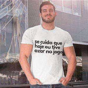 """Camiseta Básica Frases De Carnaval """"Azar No Jogo"""""""