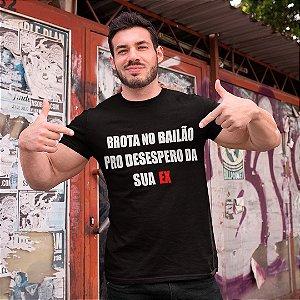 """Camiseta Básica Frases De Carnaval """"Brota No Bailão"""""""
