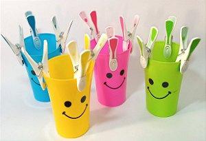Kit copos coloridos com pregadores
