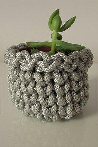 Lembrancinha de crochê cinza prata