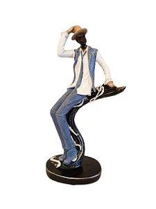 Escultura Dançarino Sentado em Resina