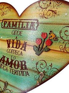Placa Decorativa Coração Frases Família (30x27) com Ganchos