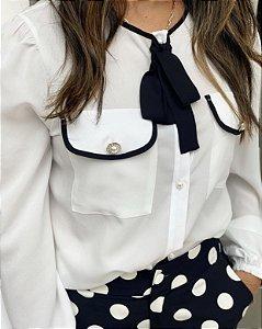 Camisa P&B com botões perolas