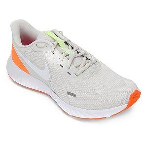 Tênis Nike Revolution 5 Masculino - Prata e Branco BQ3204-006