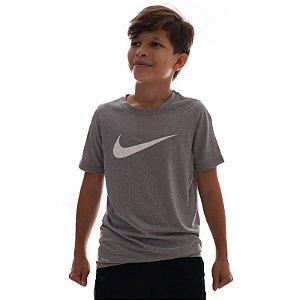 Camiseta Nike Dry Tee Swoosh Infantil Cinza AR5307-063
