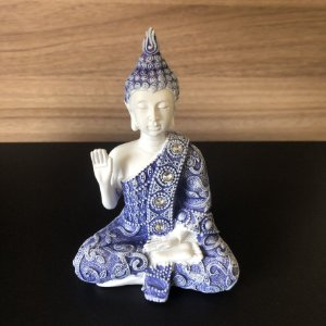 Buda da Coragem (Abhaya Mudra) Azul e Branco 11cm