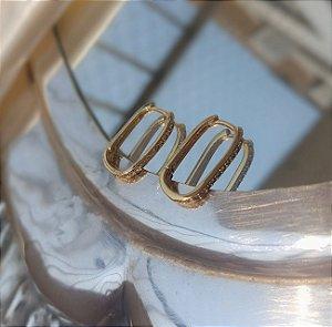 Argola Oval Cravejada - Banhado a Ouro