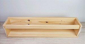 Estante de livros em madeira