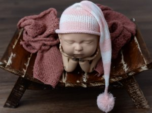 Gorro Funil listrado rosa bebê com cru