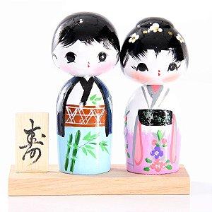 Casal de Kokeshi com Base - Azul e Lilás com Rosa