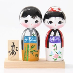 Casal de Kokeshi com Base - Ocre com Branco
