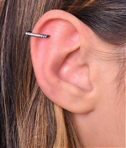 Piercing com uma carreira de micro zirconia