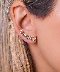 Ear cuff com quatro corações vazados