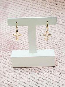 Mini argola com pingente de cruz vazado