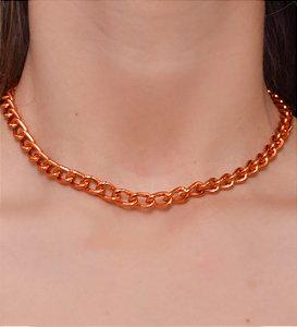 Choker com corrente de elos ovais na cor laranja metalizado