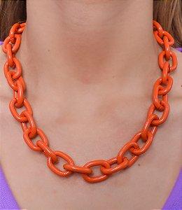 Colar com corrente de cadeado na cor laranja esmaltado