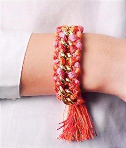 Pulseira trançada de pano e corrente na cor vermelho, laranja e pink