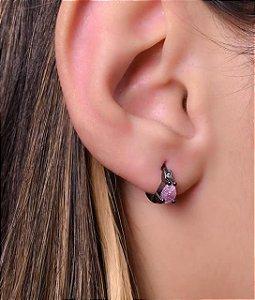 Argola com micro zirconia e gota rosa no meio