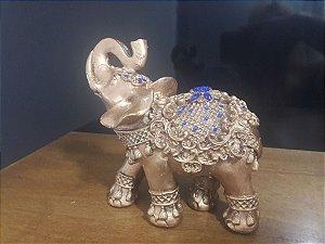 Elefante indiano dourado com enfeite azul
