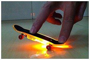 Skate de dedo com LED colorido