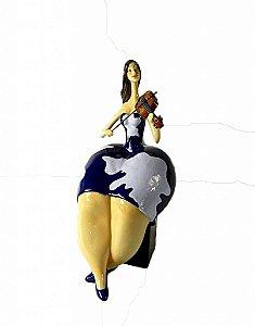 Estatueta de Resina Gordinha Tocando Violino (28381)